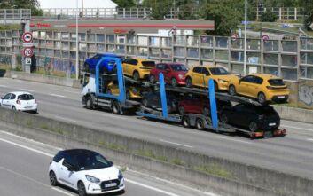 Σχέδιο στήριξης της γαλλικής αυτοκινητοβιομηχανίας άνω των 8 δισ. ευρώ ανακοίνωσε ο Μακρόν