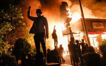 Μινεάπολις: «Αυξημένος θυμός και θλίψη που έπνιξαν τη μαύρη κοινότητα για τα όσα βιώνουν 400 χρόνια τώρα»
