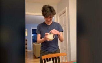 Οικογένεια ψηφίζει αλά «Survivor» ποιος θα πλύνει τα πιάτα και γίνεται viral