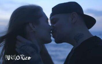Το τραγούδι που συγκινεί στη μετα-κορονοϊού εποχή: «Ας φιληθούμε πριν τελειώσει ο κόσμος»