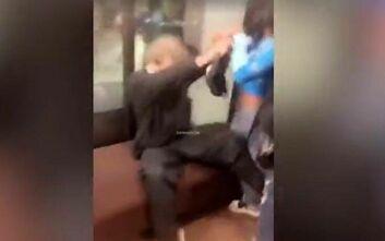 Τρεις γυναίκες ξυλοκόπησαν άγρια φύλακα επειδή δεν τις άφησε να μπουν σε ασανσέρ