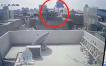 Σοκαριστικά βίντεο από το αεροπορικό δυστύχημα στο Πακιστάν: Καρέ - καρέ η συντριβή του αεροσκάφους πάνω σε σπίτια