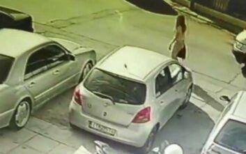 Επίθεση με βιτριόλι στην Καλλιθέα: Δύο άτομα από το συγγενικό περιβάλλον της 34χρονης κλήθηκαν για κατάθεση