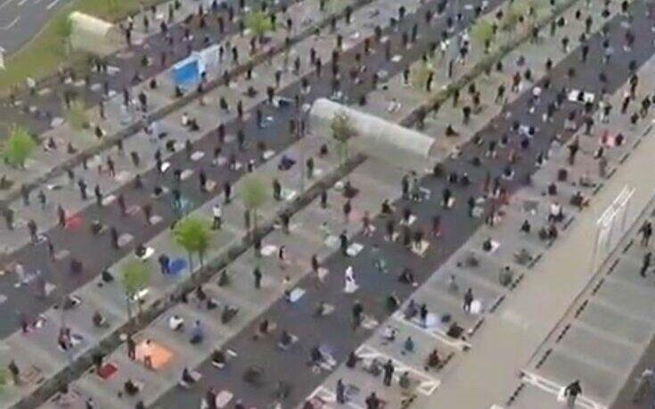 Το ΙΚΕΑ παραχώρησε πάρκινγκ σε μουσουλμάνους για να προσευχηθούν για το Ραμαζάνι με αποστάσεις