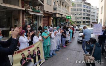 Συγκινητικές στιγμές στο «Αλεξάνδρα»: Το ζεστό χειροκρότημα των νοσηλευτών στην συγκέντρωση της ΠΟΕΔΗΝ