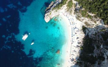 Η λευκή παραλία της Λευκάδας που μοιάζει σα να είναι… μυστική
