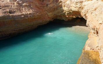 Η μικρή παραλία στο Άνω Κουφονήσι που ασπρίζει σαν το… γάλα