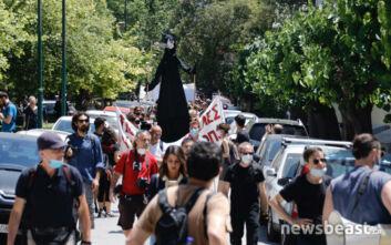 Διαμαρτυρία καλλιτεχνών στο κέντρο της Αθήνας