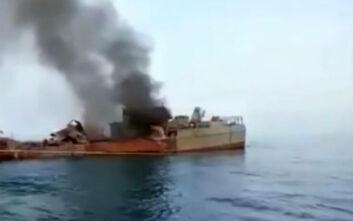 Βίντεο ντοκουμέντο από τη στιγμή που το στρατιωτικό πλοίο του Ιράν φλέγεται