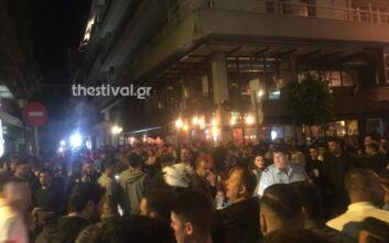 Θεσσαλονίκη: Ένταση και μπουνιές λόγω του συνωστισμού για ένα take away ποτό