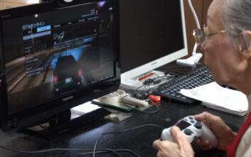 Είναι 90 χρονών, παίζει 39 χρόνια βιντεοπαιχνίδια και μπήκε στο Ρεκόρ Γκίνες