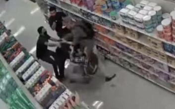 Πελάτης σε κατάστημα έσπασε το χέρι φύλακα ασφαλείας επειδή του ζήτησε να βάλει μάσκα
