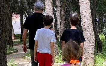Οι ξέγνοιστες στιγμές του Νίκου Χατζηνικολάου με τα παιδιά του