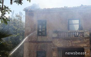 Υπό έλεγχο η φωτιά σε μονοκατοικία στην Πατησίων