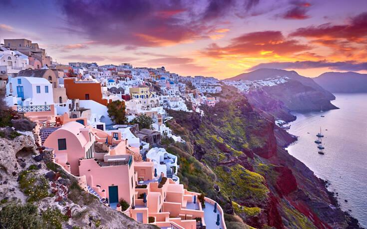 «Τουρισμός για Όλους»: Voucher για τον τουρισμό σε 250.000 δικαιούχους