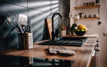 Τρία μυστικά για καθαρή και λαμπερή κουζίνα