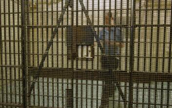 Γυναίκα δεσμοφύλακας έκανε σεξ με κρατούμενο μέσα στις φυλακές και βρήκε τον μπελά της