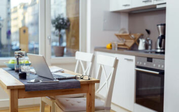 Τρεις τρόποι να δημιουργήσετε οπουδήποτε στο μικρό σπίτι σας το γραφείο