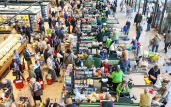 Πίσω από ποιον πελάτη πρέπει να κάθεσαι στο σούπερ μάρκετ