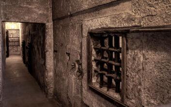 Μαφιόζοι αποφυλακίστηκαν και κλείστηκαν στο σπίτι λόγω κορονοϊού