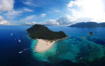 Τρία μικρά και άγνωστα ελληνικά νησάκια με περίεργο σχήμα
