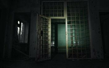 Καταδικάστηκε για παιδεραστία, εξέτισε μέρος της ποινής του και αποφυλακίστηκε