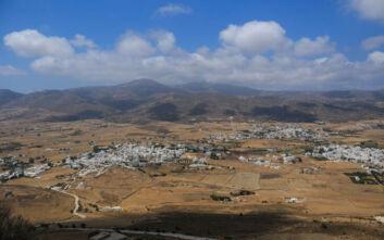 Το γραφικό χωριό της Πάρου στην ενδοχώρα του νησιού