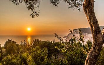 Το σημείο στο Ιόνιο που συναγωνίζεται το ηλιοβασίλεμα της Σαντορίνης