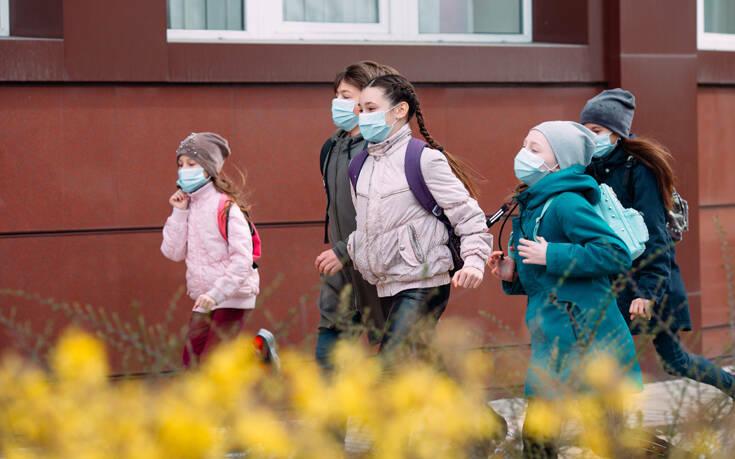 Βρετανοί επιστήμονες: Τα παιδιά με κορονοϊό μπορεί να έχουν πιο χαμηλή μολυσματικότητα από τους ενήλικες 1