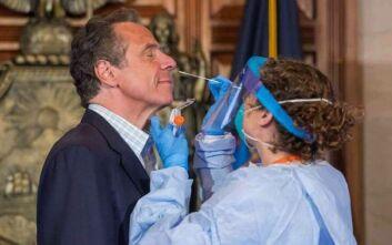 Ο κυβερνήτης της Νέας Υόρκης κάνει σε απευθείας τηλεοπτική μετάδοση το τεστ για τον κορονοϊό