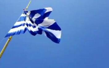 Ελληνική σημαία επιφάνειας 600 τ.μ. κυματίζει στο λιμάνι της Αλεξανδρούπολης
