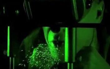 Βίντεο δείχνει πόσα σταγονίδια σάλιου μένουν στον αέρα με και χωρίς μάσκα