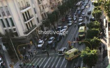 Οι πρώτες εικόνες από σοβαρό τροχαίο με τραυματίες στη Θεσσαλονίκη