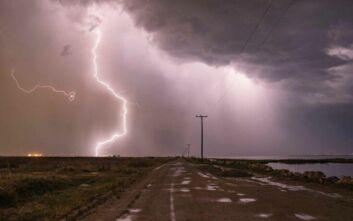 «Κυνηγός» κεραυνών κατέγραψε καταιγίδα στη Θεσσαλονίκη