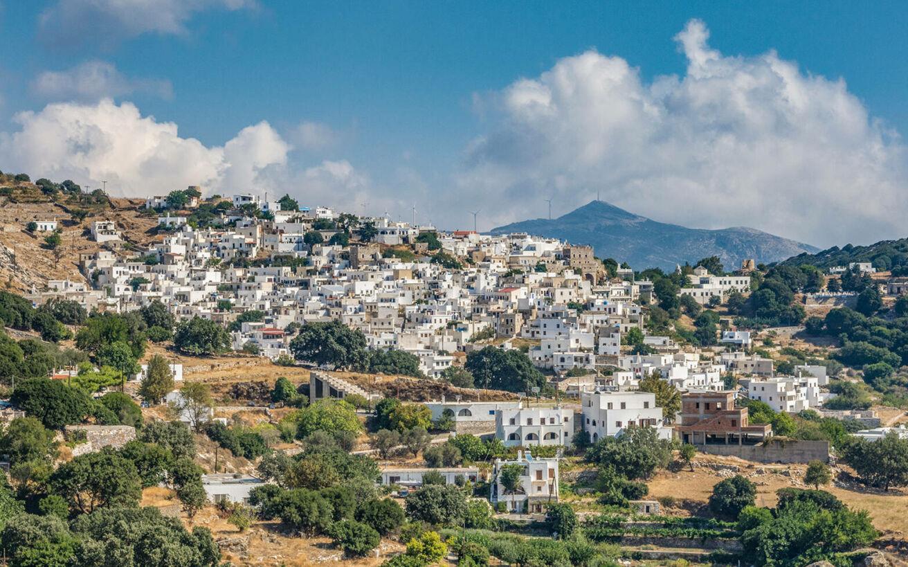 Ορεινά, γραφικά χωριά που κερδίζουν τις εντυπώσεις σε δημοφιλή ελληνικά νησιά