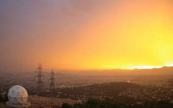 Εντυπωσιακό βίντεο από την καταιγίδα και τα χρώματα από τη δύση του ηλίου στην Αθήνα