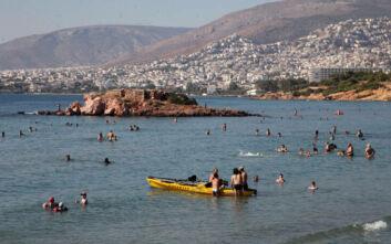 Παραλίες Σαρωνικού: Πού και πότε απαγορεύονται τζετ σκι και σανίδες