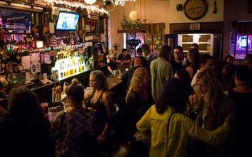 Οργή στη Νέα Υόρκη για τα γεμάτα μπαρ