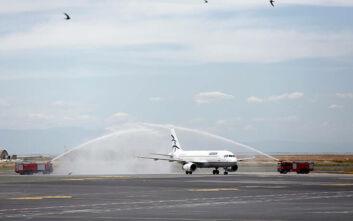 Με αψίδα νερού, ελέγχους και παρουσία Χαρδαλιά η υποδοχή της πρώτης διεθνούς πτήσης στο αεροδρόμιο «Μακεδονία»