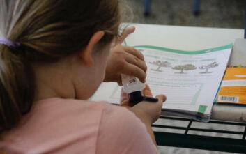 Τρομάζει η μεγάλη διασπορά του κορονοϊού: Τα τριψήφια κρούσματα φέρνουν πιο κοντά τοπικά lockdown - Σκέψεις για τα σχολεία