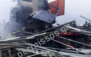 Σοκαριστικές εικόνες από τροχαίο 3 οχημάτων με έναν νεκρό στο Σχηματάρι