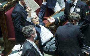Χαμός στο ιταλικό κοινοβούλιο
