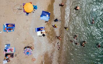 Κατάλληλες για κολύμπι 199 ακτές της Αττικής και των νησιών της - Δείτε την αναλυτική λίστα