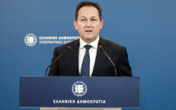 Πέτσας: Από αύριο 240.000 συνταξιούχοι θα λάβουν μεσοσταθμική αύξηση 100 ευρώ