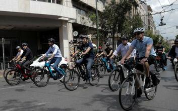 Δήμαρχοι τίμησαν την Παγκόσμια Ημέρα Ποδηλάτου με «ορθοπεταλιές» στο κέντρο της Αθήνας
