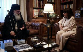 Έπαινοι Σακελλαροπούλου για τον ρόλο της Εκκλησίας στην αντιμετώπιση του κορονοϊού