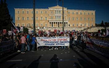 Συλλαλητήριο συνδικάτων στο κέντρο της Αθήνας: «Παλεύουμε για να μην πληρώσουμε εμείς ξανά»