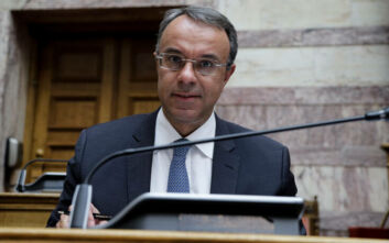 Σταϊκούρας: Η κυβέρνηση θα παραμείνει δίπλα στις επιχειρήσεις - Να συνεισφέρουν και οι τράπεζες