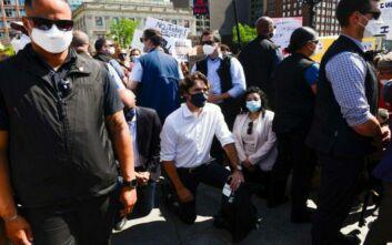 Αποθεώθηκε ο Τριντό που γονάτισε σε διαδήλωση κατά του ρατσισμού στην Οτάβα