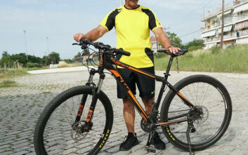 Ο 75χρονος από τη Δράμα που διανύει κάθε μέρα 100 χιλιόμετρα με το ποδήλατο